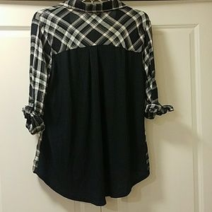 Tops - adorable button up plaid top